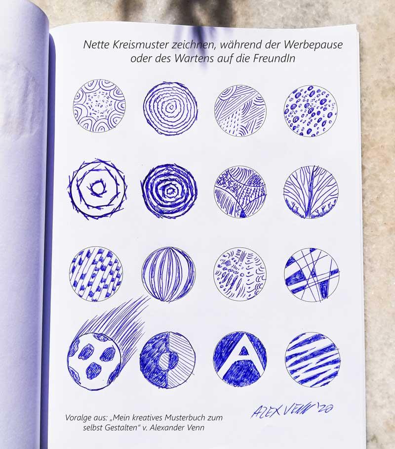 Mit dem Kugelschreiber  16 Muster und Symbole im Kreis gekritzelt oder skizziert