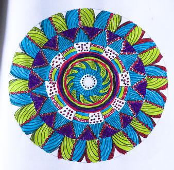 Malbuch für Senioren buntes Mandala Muster